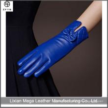 Estilo de vida diaria Uso y guantes de cuero de señora estilo llano con arco