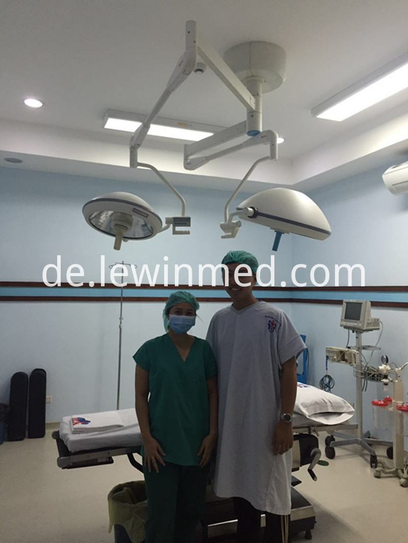 Surgical reflector light
