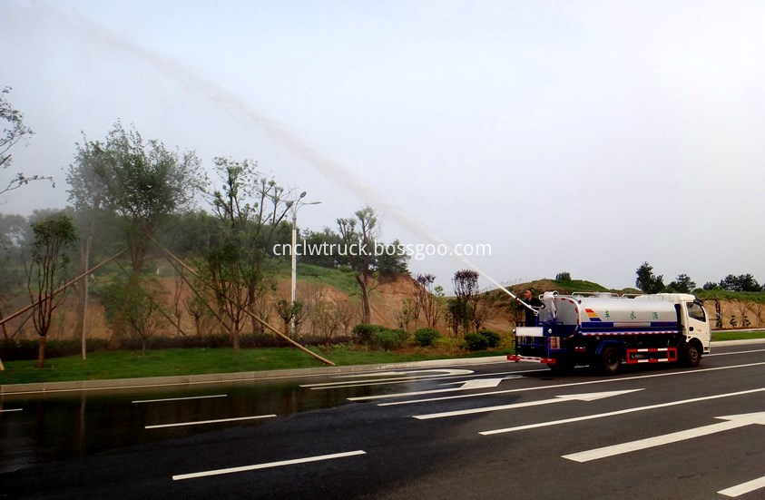 dongfeng water bowser at work 4