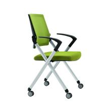 Bürostuhl kann einfach gestapelt und bewegt werden
