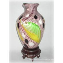 Glasvase mit gefiedertem Muster