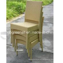 Silla de plástico apilable del restaurante para la silla de mimbre del jardín