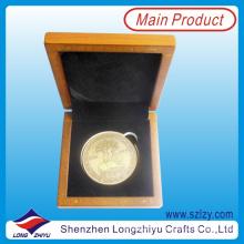Moneda de oro 2015 con caja de monedas de madera