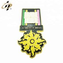 Bulk item Épinglettes d'insigne de fleur en métal or émail personnalisé
