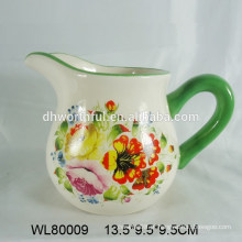 Jarra de leite de cerâmica quente