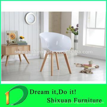 patas de madera PP asiento colorido silla de oficina