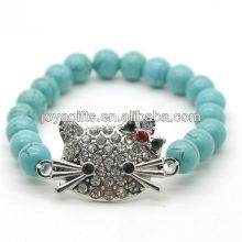 Turquoise 8MM Perles rondes Stretch Gemstone Bracelet avec Diamante en alliage tête de chat Pièce