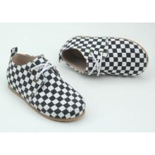 Suela de goma dura Los zapatos de los niños del material superior de la PU calzan los zapatos al aire libre de los niños