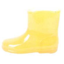 Желтые сапоги инъекции ребенка