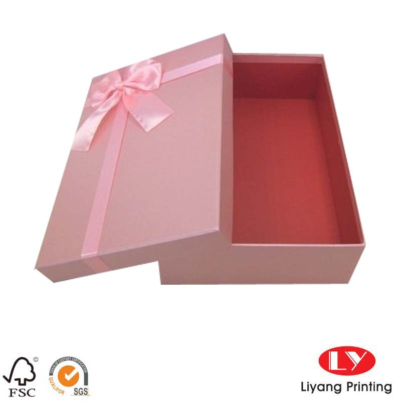 Custom Made Paper Gift BoxLY0102903