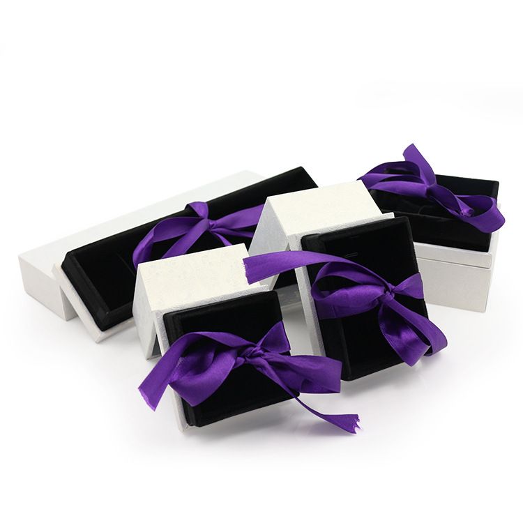 Cardboard jewelry packaging box with velvet insert