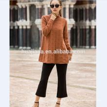 Suéter de caxemira da mulher mais tamanho