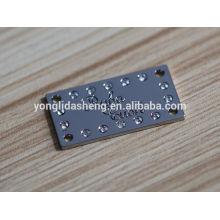 Etiquetas pretas quadradas do metal da bolsa e vário etiqueta feita sob encomenda do vestuário com preço de fábrica