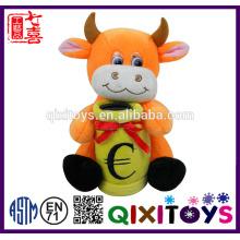 Hucha de peluche en forma de vaca personalizada profesional