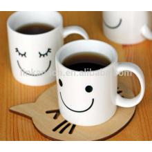 Taza blanca de cerámica barata de la sonrisa de las