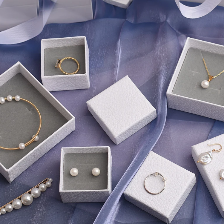 White Texture Jewelry Set Gift Box 3 Png