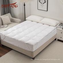 Abajo relleno de plumas esponjoso y cálido colchón impermeable / funda de colchón antipolvo y almohadilla