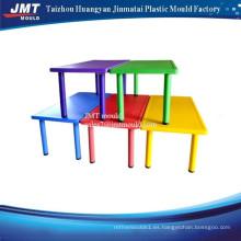 silla y mesa de plástico para niños