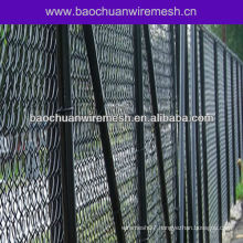 Barb end vinyl coated chain link fence