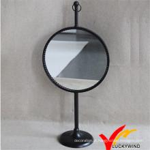 Círculo antigo do espelho do metal do vintage