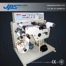Автоматическая машина для наклеивания этикеток с наклеенной этикеткой