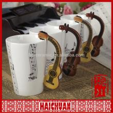 Musikbecher mit Deckel und Musiksymbolen