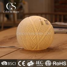Lámpara de mesa de cerámica eléctrica de la bola de lana decorativa para el hogar