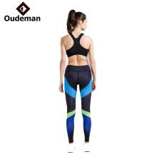 As partes superiores feitas sob encomenda profissionais da ioga do Gym das mulheres vestem o desgaste por atacado da ioga