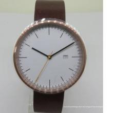 El reloj de cuero del nuevo estilo corre el reloj lindo de oro de encargo de los pares para el hombre