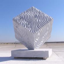 moderne Gartenskulptur Steinrelief abstrakte italienische Marmorskulptur