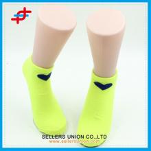 Chaussettes à la cheville de couleur unie de coeur pour les jeunes filles, mode pour le sport