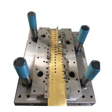 Matriz de estampagem progressiva profissional para peças internas de automóveis