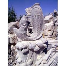 Pedra de peixe encantador escultura