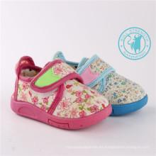 Zapatos de bebé Zapatos de inyección suave con Magic Tap (SNC-002019)