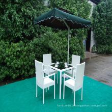 Conjuntos de jantar ao ar livre Mesa de jantar de Rattan e cadeiras para jardim
