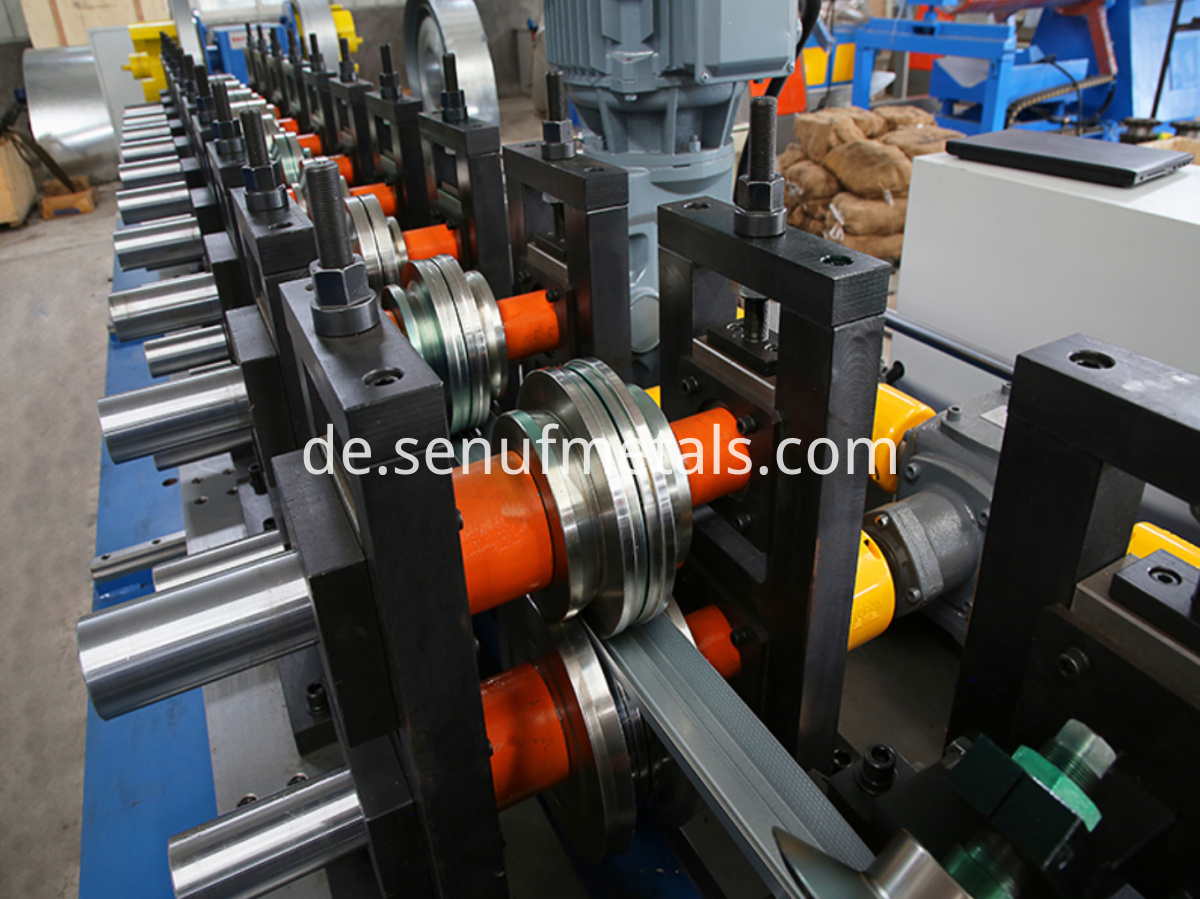 CUZ purlin roll forming machine (3)