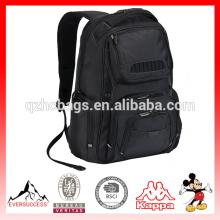 Рюкзак вмещает 16-дюймовый ноутбук с плечевым ремнем