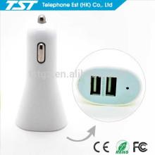 El fabricante vende al por mayor el cargador universal 2 del coche del USB para el teléfono de la célula