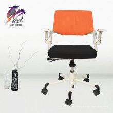 Эргономичный офисный стул в офисной мебели