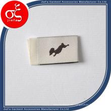 Etiqueta lateral suave de alta densidad / etiqueta tejida para prendas de vestir con pliegue central