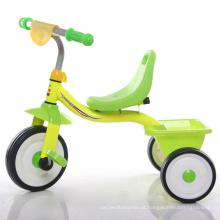 Triciclo simples e colorido do bebê