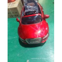 Carros elétricos do brinquedo das crianças para dirigir.
