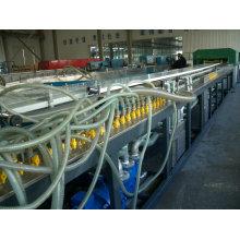 Gute Qualität WPC-Plastikgebäude-Platten-Verdrängungs-Maschinerie (Fertigungsstraße, Maschinen machend)