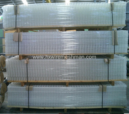 Wire mesh fencing panels