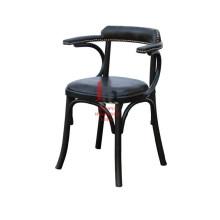 Chaise en cuir design unique avec accoudoir