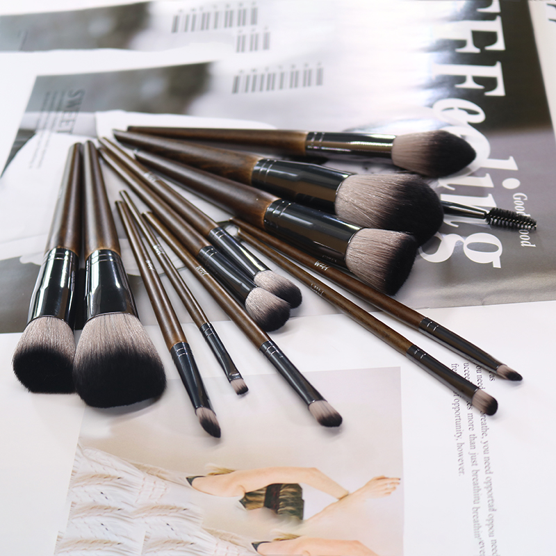 14 Solid wood Makeup Brush 2