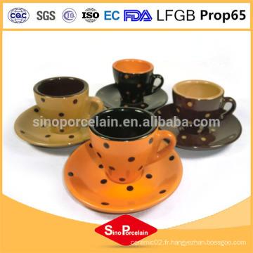 Tasses à café et soucoupes en céramique sécurisées au micro-ondes