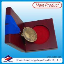 Антикварная золотая медаль и медаль «Медаль» Выгравированная «Старая финиша» Медаль за первую медаль с коробкой из реальной деревянной медали (lzy0044)