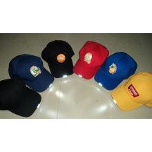 Chapeau LED multicolore (OKM016-011)