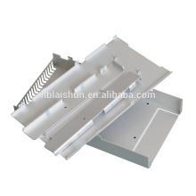 Gabinetes e controladores elétricos de chapa metálica